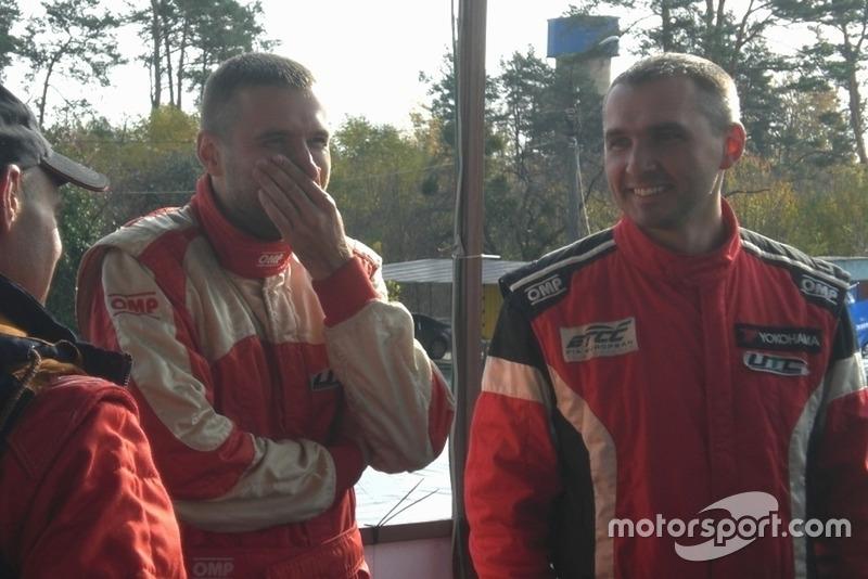 Андрій та Вадим Євтушенки, не дивлячись на всі проблеми, виглядали розслабленими