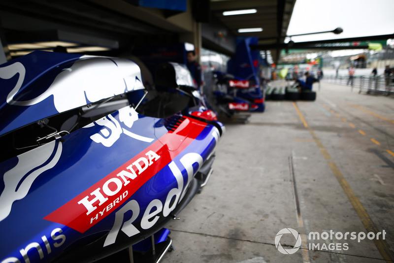 Carrozzeria Toro Rosso in pit lane