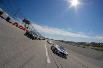 Pace-Laps: Kurt Busch, Stewart-Haas Racing, Ford Fusion Monster Energy / Haas Automation, Clint Bowyer, Stewart-Haas Racing, Ford Fusion Cummins/Rush Truck Centers