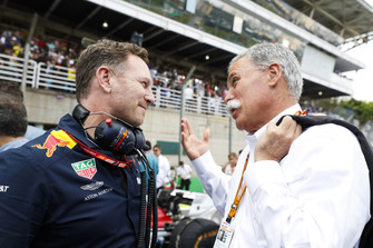 Christian Horner, Team Principal, Red Bull Racing, con Chase Carey, Chairman, Formula Uno