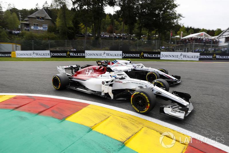 Marcus Ericsson, Sauber C37, di depan Sergey Sirotkin, Williams FW41