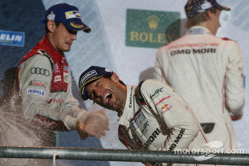 Podium: race winner Mark Webber, Porsche Team