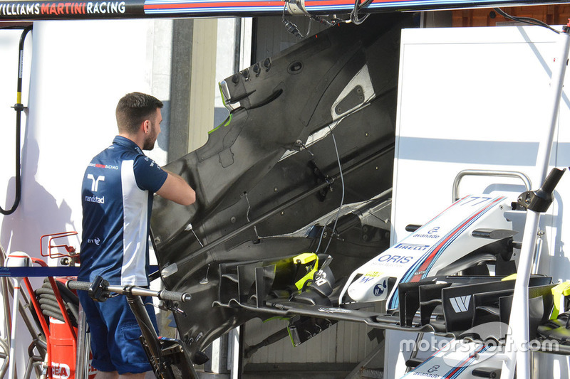 Williams FW38 floor
