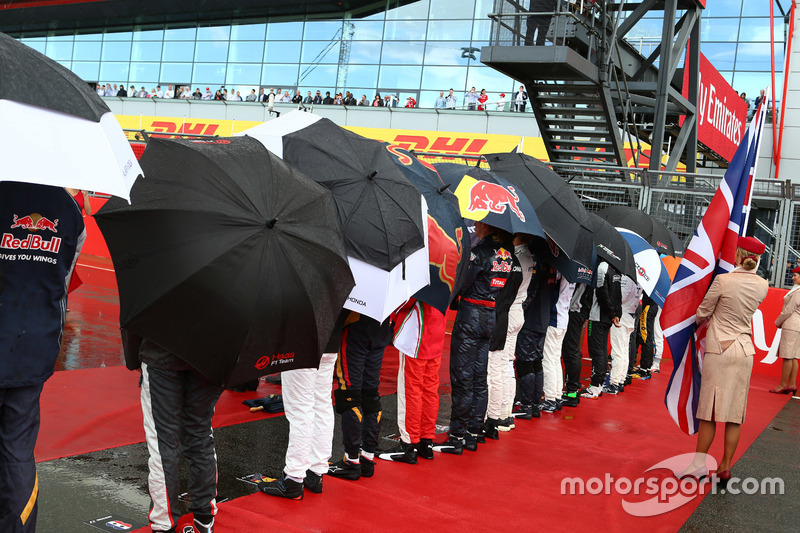 Drivers keeping dry