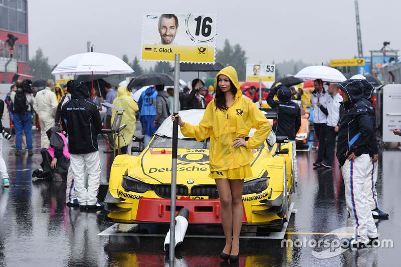 La Grid girl di Timo Glock, BMW Team RMG, BMW M4 DTM