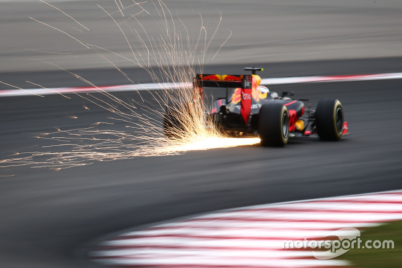Max Verstappen, Red Bull Racing RB12 sends sparks flying
