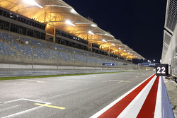 Overview of the Bahrain International Circuit starting grid
