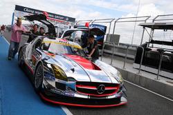 #22 R'Qs Mercedes-Benz SLS AMG GT3: Hisashi Wada, Masaki Jyonai