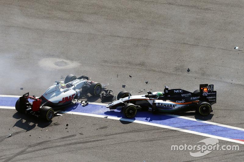 Esteban Gutiérrez, Haas F1 Team VF-16 y Nico Hulkenberg, Sahara Force India F1 VJM09 chocan en la arrancada