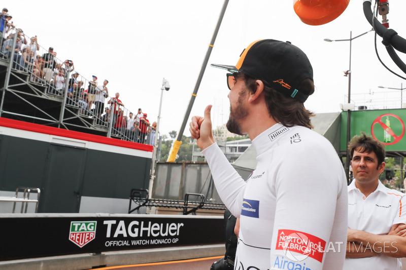 """Fernando Alonso criticou: """"Provavelmente, a corrida mais entediante da história da F1. Então, acho que precisamos dar algo aos fãs no fim da corrida só para compensar os ingressos um pouco."""""""