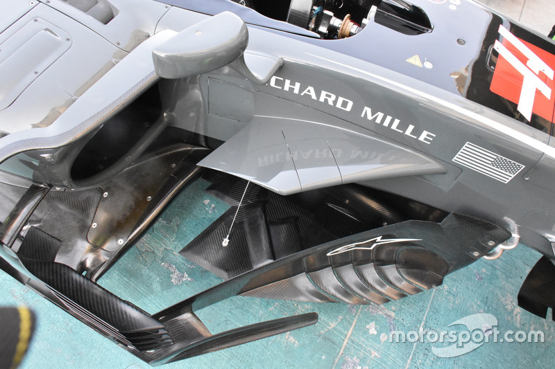 Detalle del suelo del Haas F1 Team VF-17