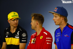 Nico Hulkenberg, Renault Sport F1 Team, Sebastian Vettel, Ferrari, e Brendon Hartley, Toro Rosso, nella conferenza stampa