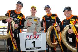 Norbert Fischer, Christian Konnerth, Daniel Zils, Porsche Cayman gratulieren Michael Schrey zur Titelverteidigung