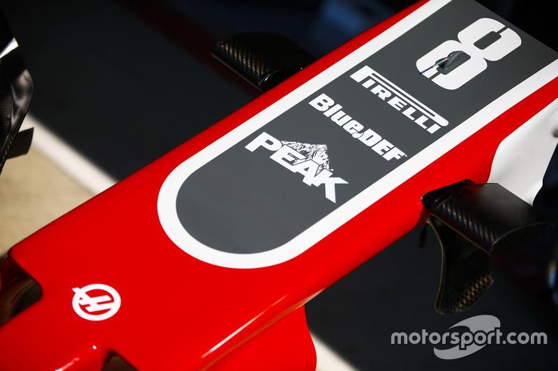 Haas F1 Team VF-18, dettaglio del naso e dell'ala anteriore