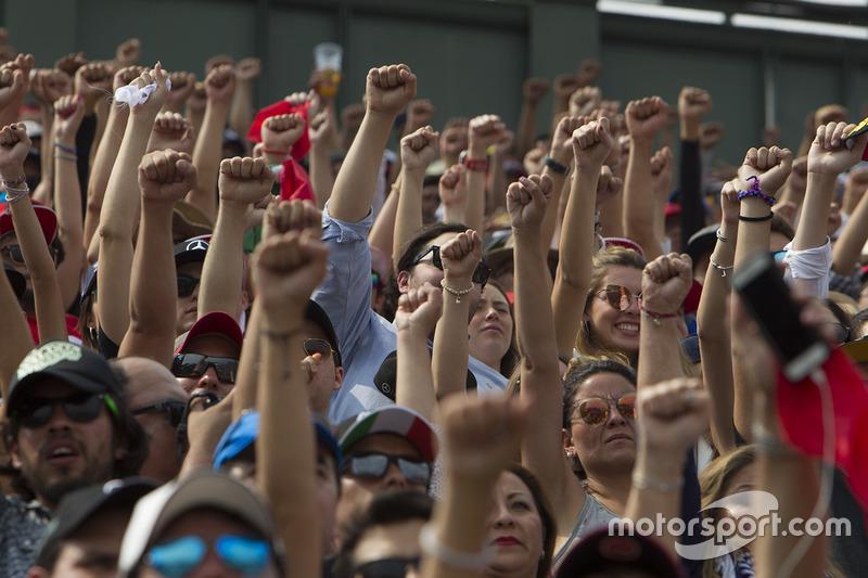 https://cdn-2.motorsport.com/images/mgl/0JxbANAY/s8/f1-gp-de-mexico-2017-fans-fuerza-mexico-vuelta-19.jpg