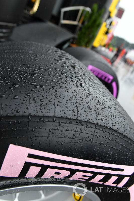 Slick Pirelli tyre and rain