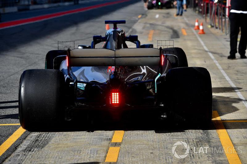 Lewis Hamilton, Mercedes-AMG F1 W09  arka kanat ışığı detayı