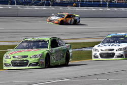 Dale Earnhardt Jr., Hendrick Motorsports Chevrolet and Kevin Harvick, Stewart-Haas Racing Ford