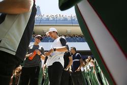 Стоффель Вандорн, McLaren, и Пьер Гасли, Scuderia Toro Rosso