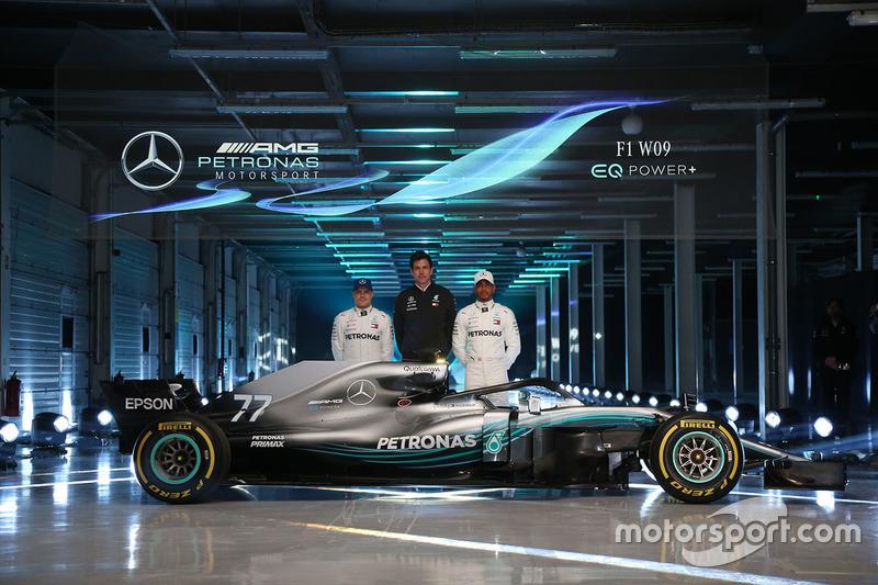 Valtteri Bottas, Mercedes AMG F1, Lewis Hamilton, Mercedes AMG F1, Toto Wolff, Direktör, Mercedes AMG F1