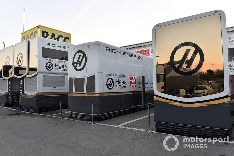 Haas F1 trucks and engineers rooms