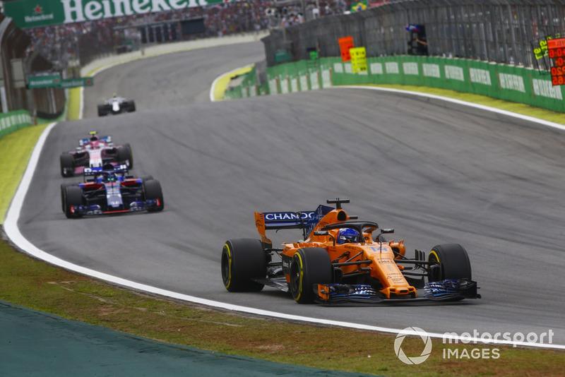 Фернандо Алонсо, McLaren MCL33, Брендон Хартлі, Toro Rosso STR13, Естебан Окон, Racing Point Force India VJM11