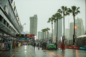 Pitlane atmoshere with rain
