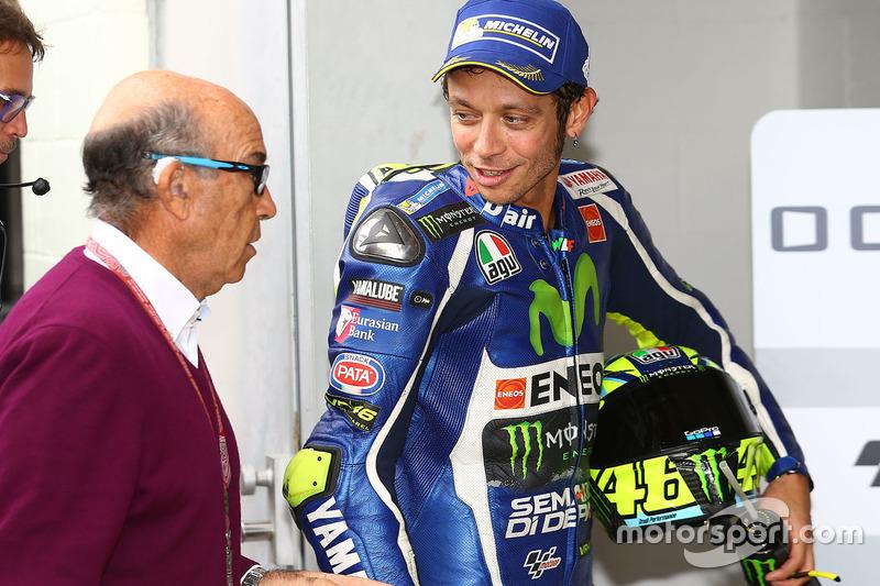 3. Valentino Rossi, Yamaha Factory Racing, mit Dorna-Chef Carmelo Ezpeleta