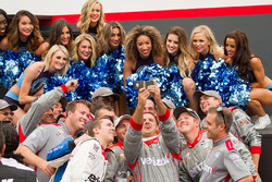 Will Power, Team Penske Chevrolet's crew taking a selfie