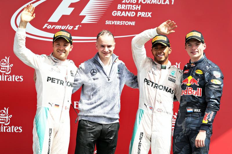 Podio: Nico Rosberg, Mercedes AMG F1, segundo; Lewis Hamilton, Mercedes AMG F1, carrera de ganador y Max Verstappen, Red Bull Racing, tercero