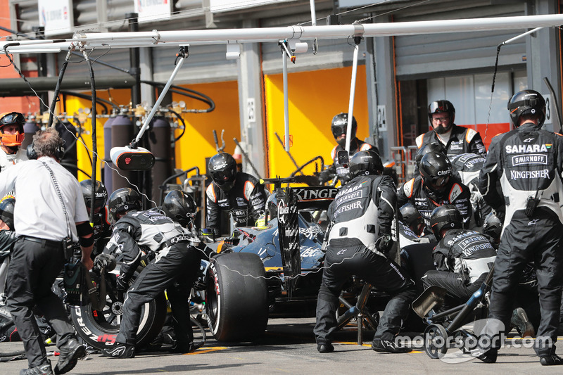 Sergio Perez, Sahara Force India F1 VJM09 pit stop
