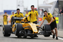 The Renault Sport F1 Team RS16, in der Boxengasse
