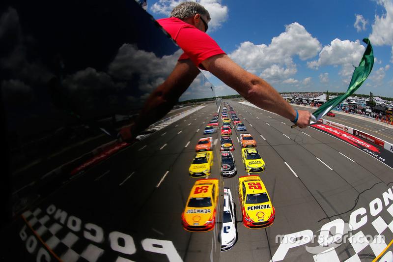 Старт: Бред Кеселовськи, Team Penske Ford лідирує
