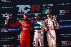 Podium: second place Pepe Oriola, Team Craft-Bamboo, SEAT León TCR; Winner Stefano Comini, Leopard Racing, Volkswagen Golf GTI TCR; third place Davit Kajaia, Liqui Moly Team Engstler, Volkswagen Golf GTI TCR