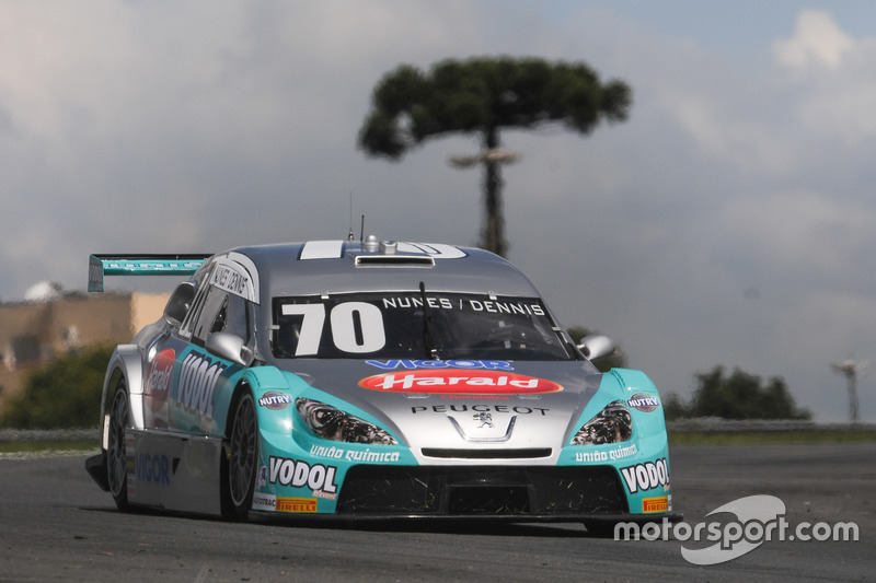 Carro de Diego Nunes e Dennis Dirani