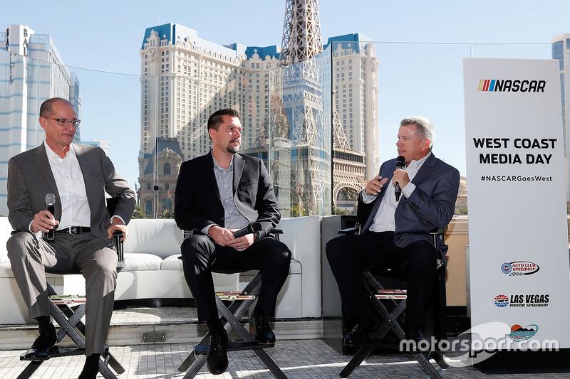 NASCAR presidentes de circuitos Bryan Sperber (Phoenix Raceway), Dave Allen (Auto Club Speedway), y