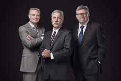 Sean Bratches, manager, opérations commerciales ; Chase Carey, président et directeur général de la Formule 1 ; Ross Brawn, manager, sports mécaniques