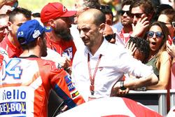 1. Andrea Dovizioso, Ducati Team, mit Claudio Domenicali, Ducati