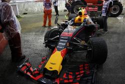 La voiture endommagée de Max Verstappen, Red Bull Racing RB13