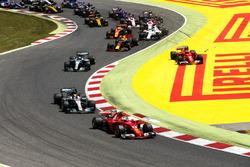 Sebastian Vettel, Ferrari SF70H, Lewis Hamilton, Mercedes AMG F1 W08, Valtteri Bottas, Mercedes AMG F1 W08, Kimi Raikkonen, Ferrari SF70H, después del contacto