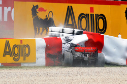 Heikki Kovalainen, McLaren MP4-23 Mercedes crash