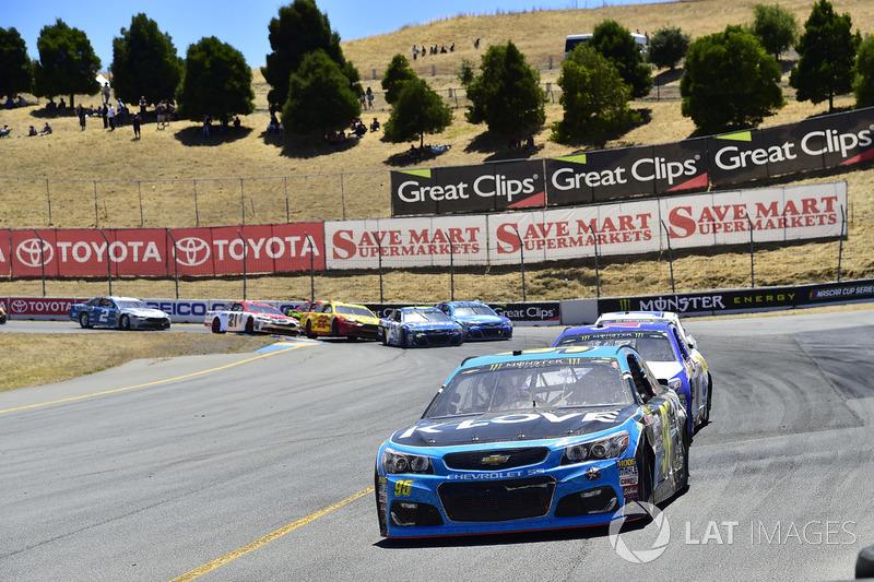 Michael McDowell, Leavine Family Racing Chevrolet, A.J. Allmendinger, JTG Daugherty Racing Chevrolet