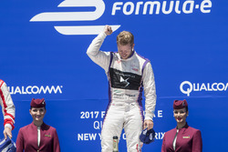 Podio: il vincitore Sam Bird, DS Virgin Racing