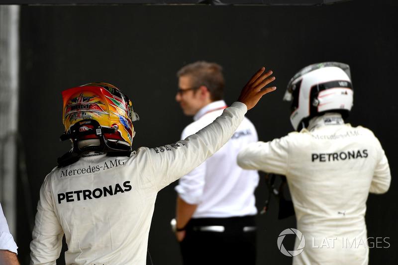 Lewis Hamilton, Mercedes AMG F1 y Valtteri Bottas, Mercedes AMG F1 celebrar en parc ferme