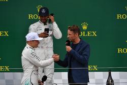 1. Lewis Hamilton, Mercedes AMG F1; 2. Valtteri Bottas, Mercedes AMG F1, mit Jenson Button