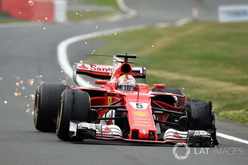 Sebastian Vettel, Ferrari SF70H'nin lastiği patlıyor