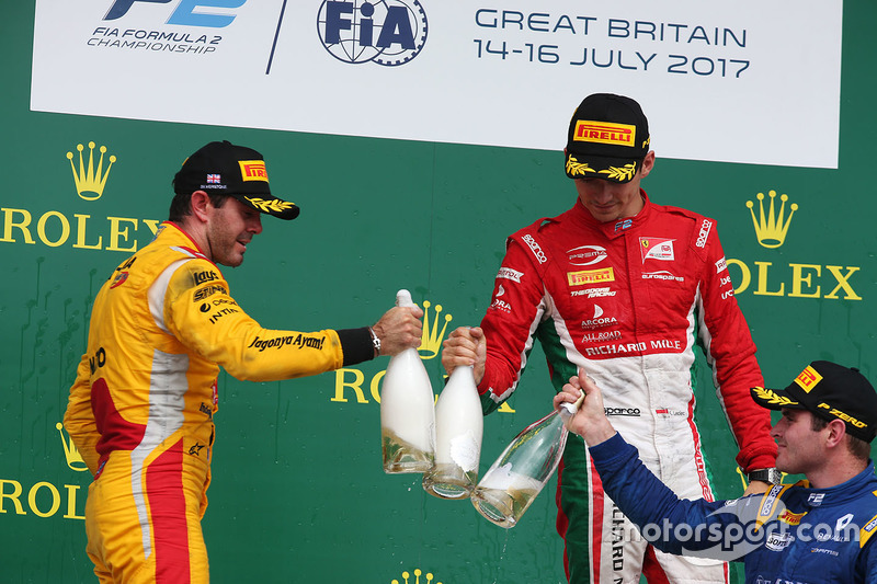 Podio: ganador de la carrera Charles Leclerc, PREMA Powerteam, segundo lugar Norman Nato, Pertamina Arden, tercer lugar Oliver Rowland, DAMS