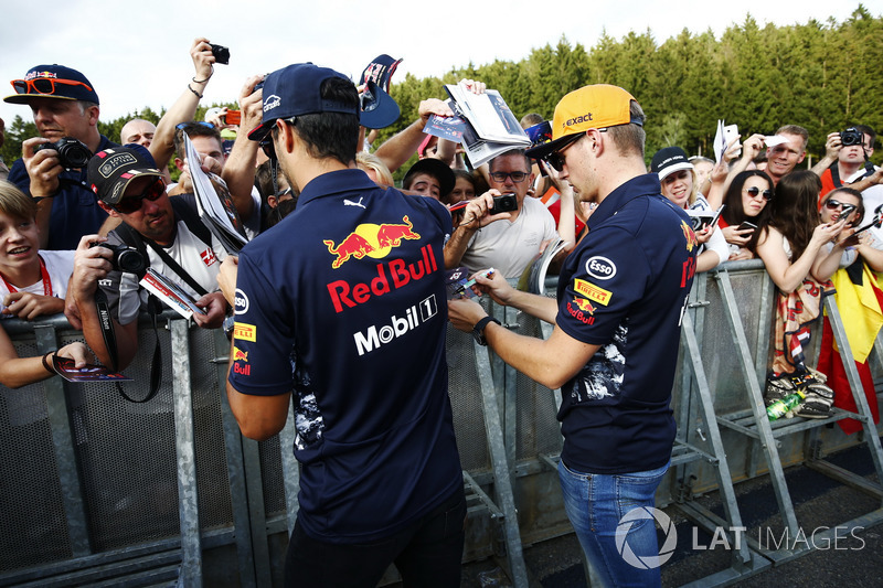 Daniel Ricciardo, Red Bull Racing, Max Verstappen, Red Bull Racing, sign autographs for fans