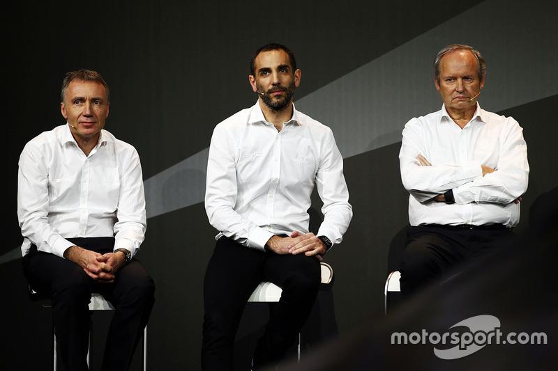 بوب بيل، المدير التقني لفريق رينو وسيريل أبيتبول، المدير الإدري لفريق رينو وجيروم ستول، رئيس فريق رينو سبورت