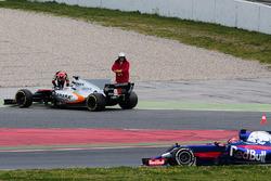 Esteban Ocon, Sahara Force India F1 VJM10 stops on the circuit